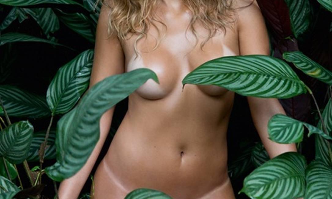 Mais uma foto da jogadora de vôlei Mari Paraiba Divulgação / Playboy