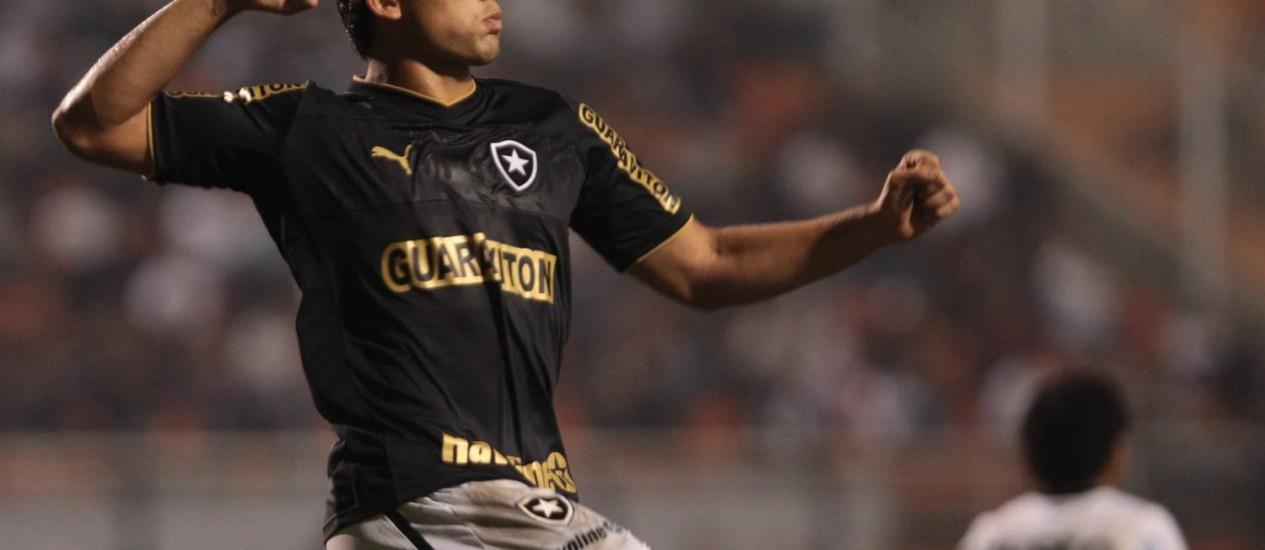 Elkeson diz que foi importante ter ficado um tempo fora do time para se aprimorar fisicamente Foto: Marcos Alves / O Globo