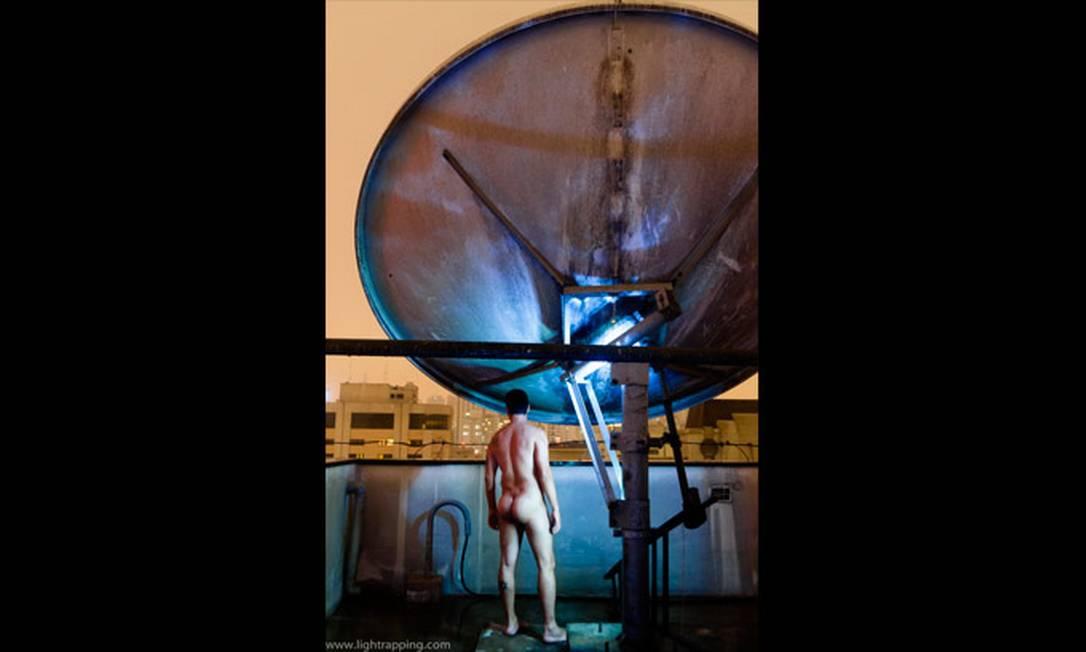 Um homem posa para o blog no topo de um prédio em São Paulo Foto: Reprodução de internet