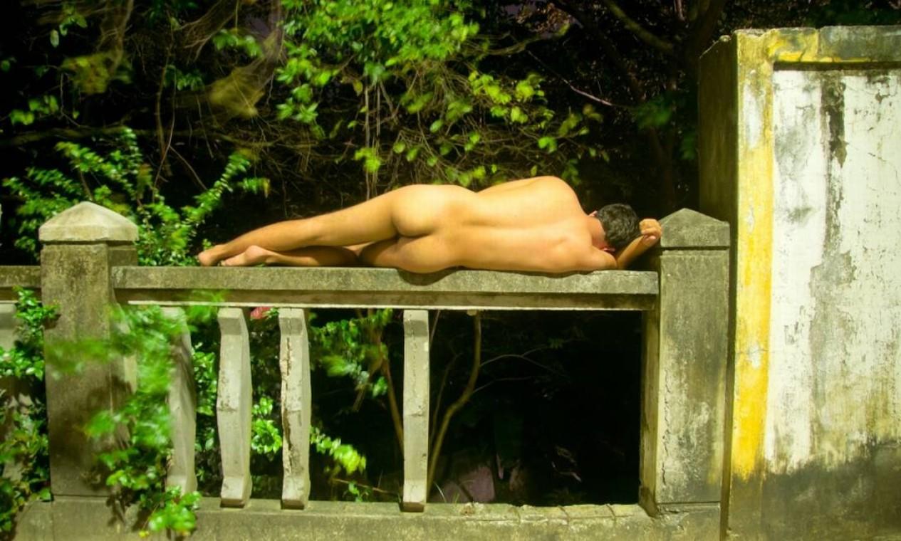 Homem dorme em Olinda para uma foto do blog Foto: Reprodução de internet
