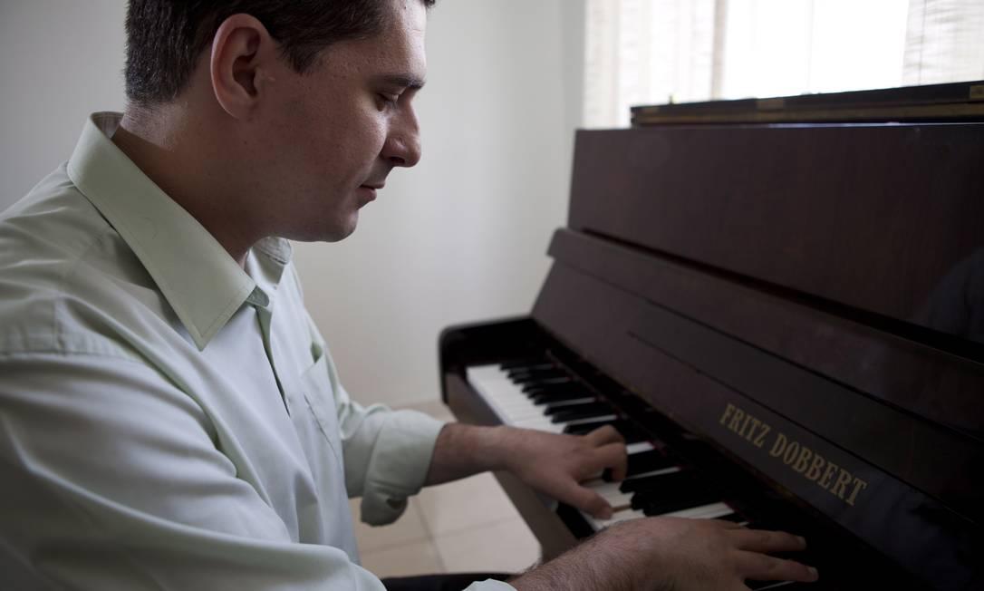 O maestro Vito: o pop vira clássico com os seus arranjo Foto: Bianca Pimenta / Agência O Globo