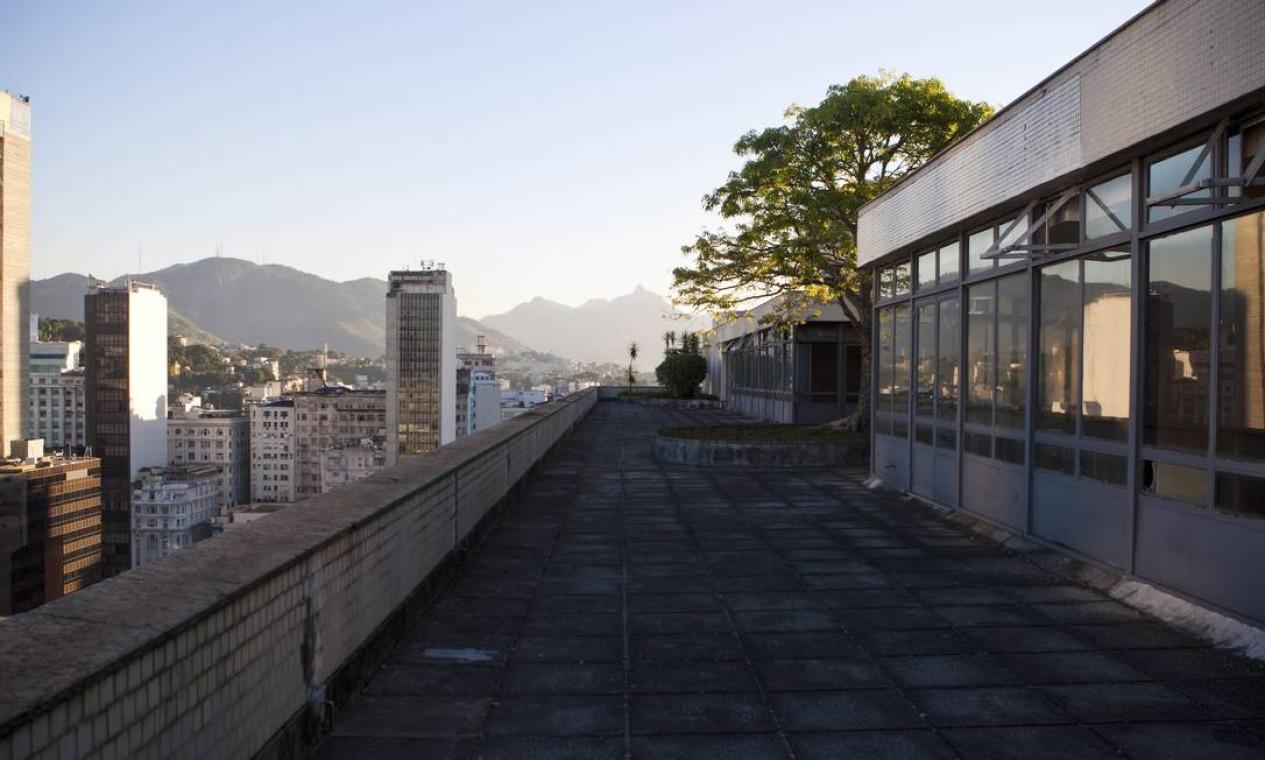 A cobertura do 'Prédio do MEC' pode receber um restaurante após a reforma Foto: Laura Marques / O Globo