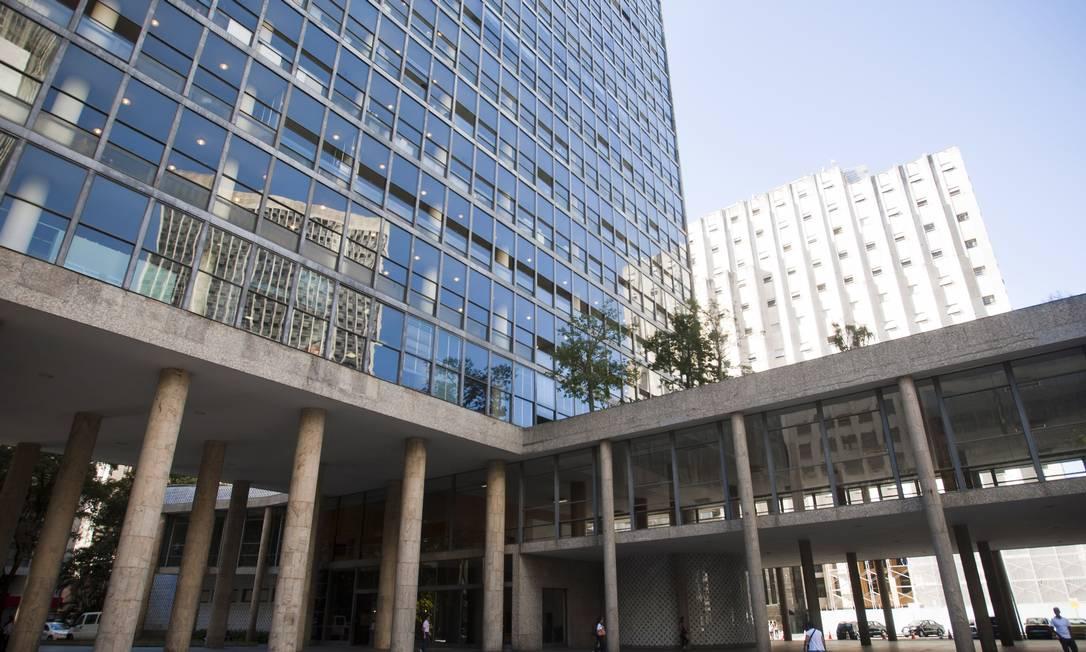Arquitetura assimétrica é mais uma característica do modernismo presente na construção no Centro do Rio Laura Marques / O Globo