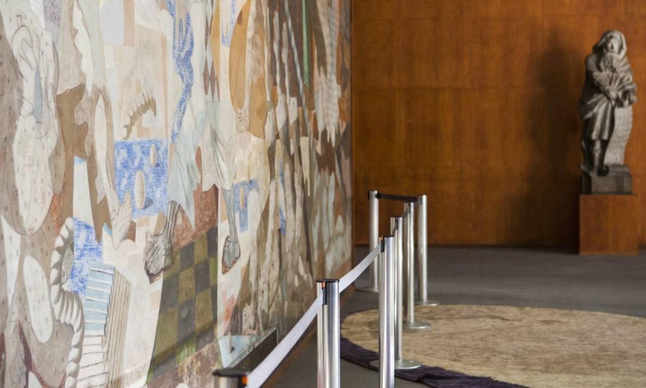 """""""Guerra e Paz"""" é uma das obras de Cândido Portinari presentes no palácio Foto: Laura Marques / O Globo"""
