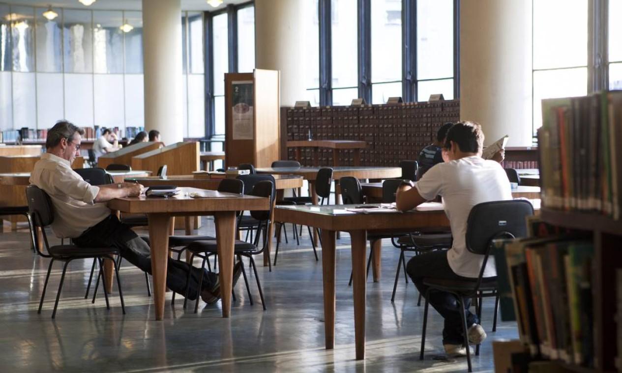 Biblioteca é um dos espaços do edifício abertos ao público Foto: Laura Marques / O Globo