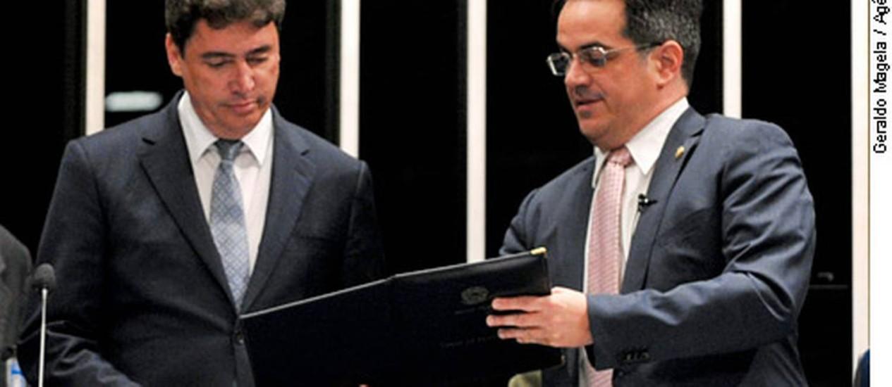 Wilder Morais (esq.) tomou posse na manhã desta sexta-feira Foto: Agência Senado / Geraldo Magela