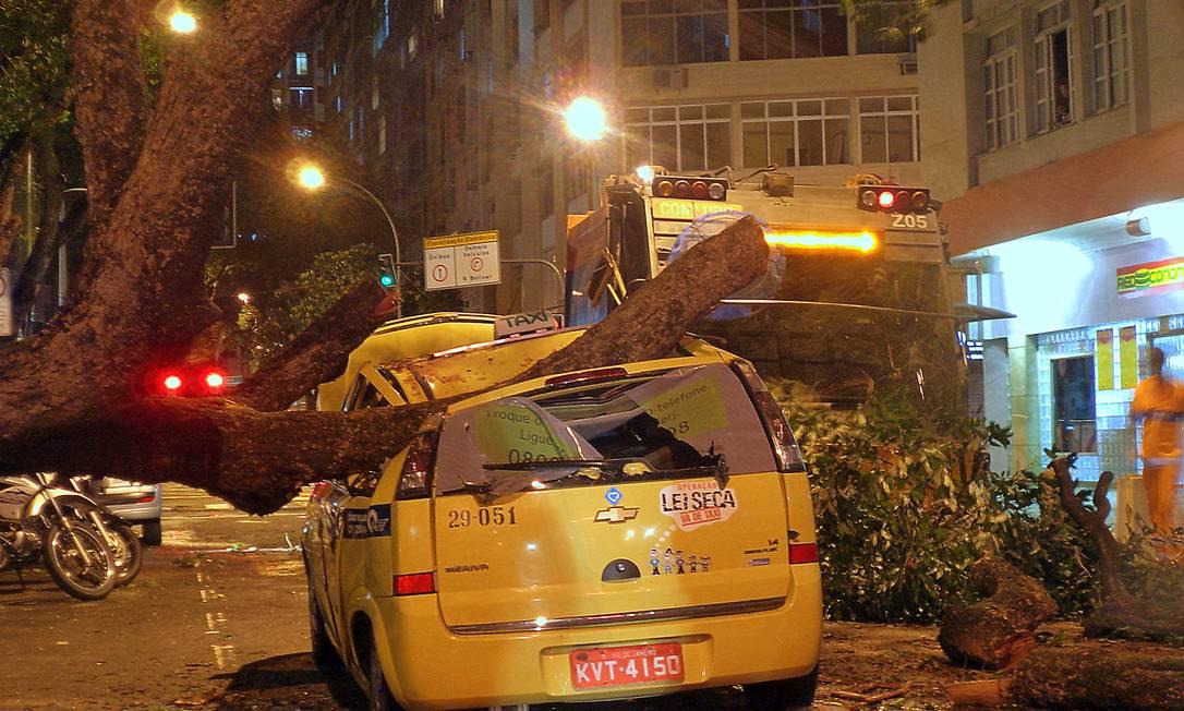 Copacabana foi um dos bairros mais atingidos pelo vendaval nesta quinta-feira Fot da leitora Barbara Campos / Eu-Repórter