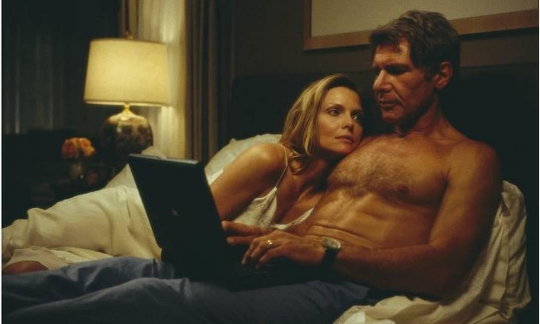 Ao lado de Michelle Pfeiffer, o ator estrelou o suspense 'Revelação' (2000) Foto: Divulgação