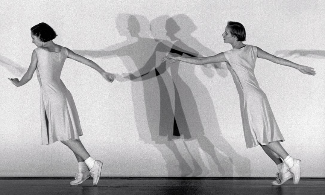 """Fotografia da performance """"Fase: Four movements to the Music of Steve Reich"""", feita pela coreógrafa Anne Teresa De Keersmaeker, em 1982. Ela vai apresentar nova versão da performance no The Tanks, espaço na Tate Modern dedicado apenas à performance Divulgação"""