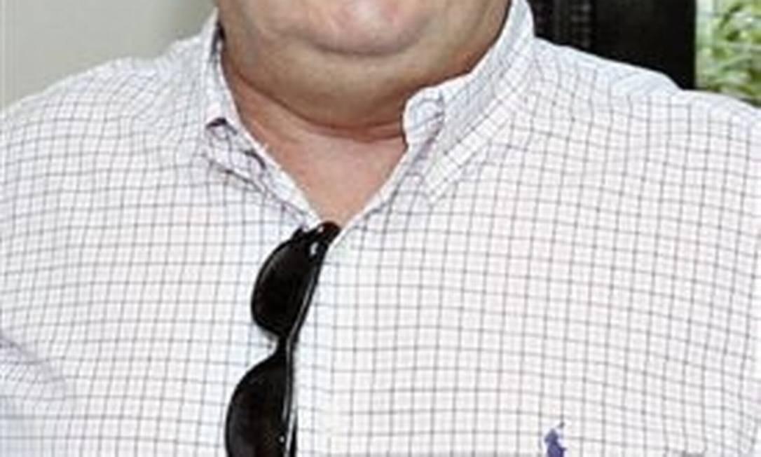 As outras vítimas foram identificadas como Antonio Fernandes Neto, o piloto, e o empresário mineiro Clemente de Farias, de 62 anos. Na imagem, o empresário, que seria o dono do avião Foto: Divulgação