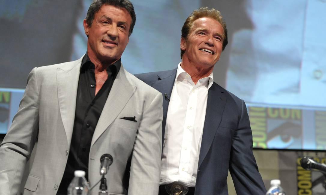 Sylvester Stallone e Arnold Schwarzenegger participaram de um painel sobre 'Os mercenários 2' na Comic-Con, nesta sexta-feira. A primeira edição, gravada no Brasil, foi repleta de polêmicas AP