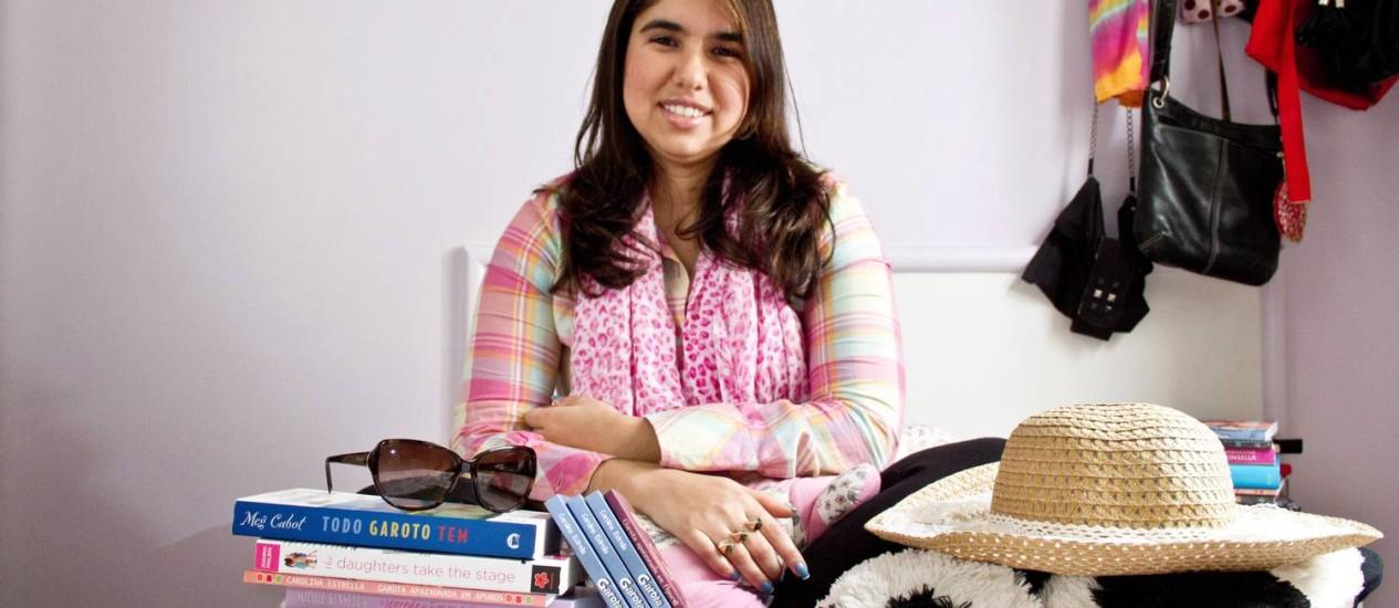 CAROLINA e seus livros: inspiração em Meg Cabot e Thalita Rebouças Foto: Elisa Mendes