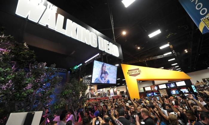 Fãs de Walking Dead lotam os corredores da Comic-Con para ver de perto a chegada dos astros da série AP