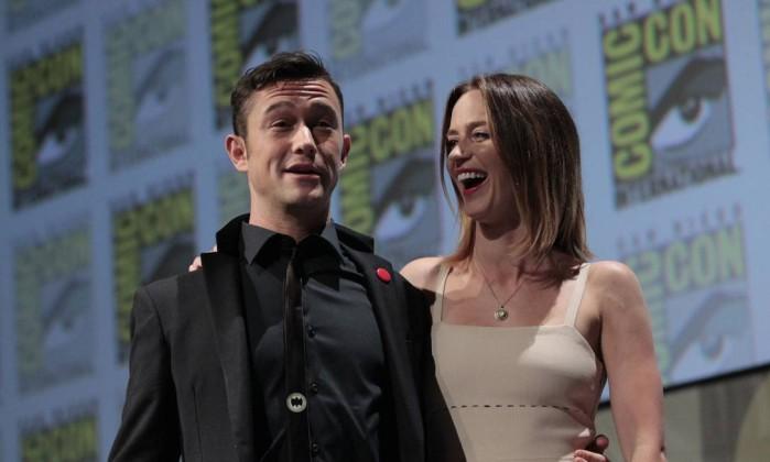 O longa de ficção científica 'Looper' foi tema de um painel que contou com a participação dos atores Joseph Gordon-Levitt e Emily Blunt Reuters
