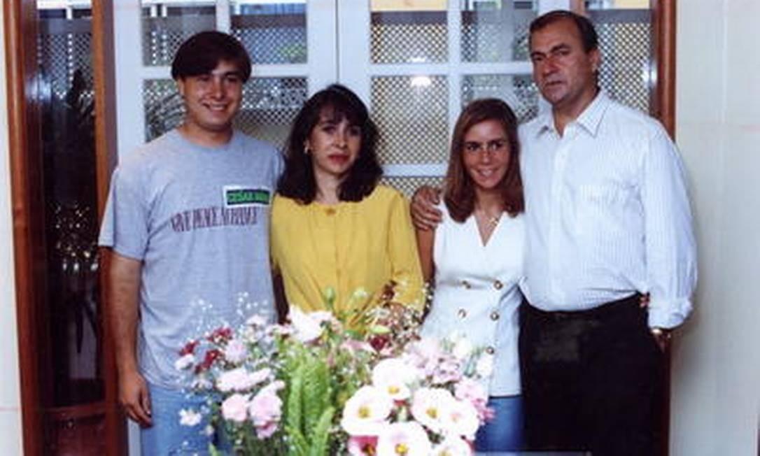 Rodrigo Maia (esq.) com sua família, antes da vida política Agência O Globo / Fernando Maia 03.01.1993