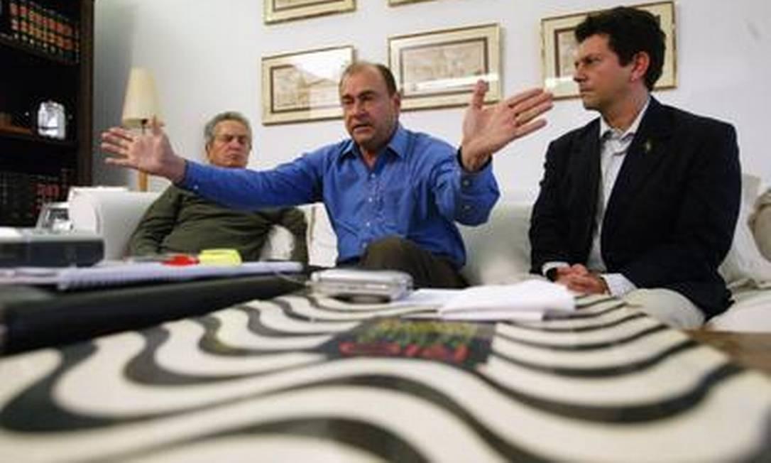 Cesar Maia, Otávio Leite e Marcelo Alencar na casa do ex-governador em São Conrado O Globo / Custódio Coimbra 21.11.2004