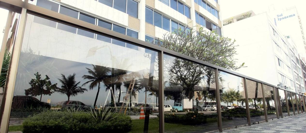 Na orla da Zona Sul, vários prédios já trocaram as grades por vidros Foto: Felipe Hanower / Agência O Globo