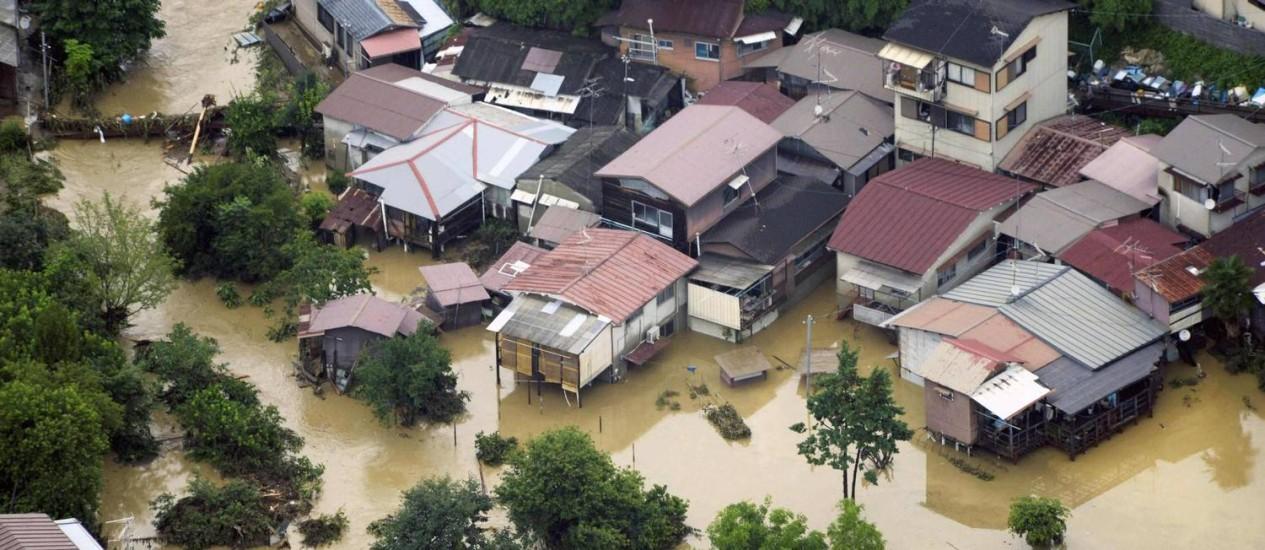 Vista aérea mostra inundação numa área residencial em Kyoto Foto: Reuters