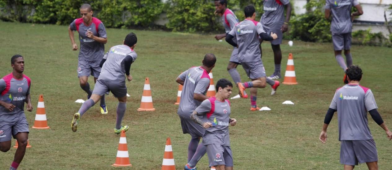 Jogadores do Vasco durante o treino desta segunda-feira Foto: Marcos Tristão