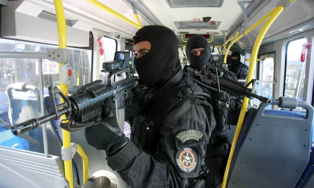 Bope inicia treinamentos para combater ações criminosas no BRT do Transoeste Foto: Fabiano Rocha / Extra