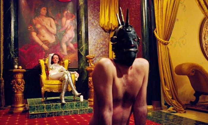 O Museu do Sexo, em Manhattan, abriu há alguns anos. O MoSex não é único no mundo, mas aborda o tema com mais elegância e seriedade. O design interior foi feito pela prestigiada empresa Casson Mann, responsável pela Tate Gallery, em Londres. Na imagem, uma das fotos artísticas expostas no museu, de Susan Meiselas Divulgação