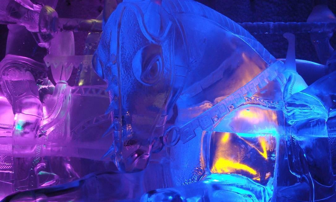 Aurora Ice Museum (Chena Hot Springs, Fairbanks, Alaska, EUA). A maior exposição permanente de esculturas de gelo. Tão frio quanto kitsch. Nos meses de verão, ele se mantém refrigerado graças a um sistema que emprega como energia as fontes termais da região Foto: Divulgação