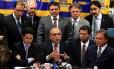 O presidente nacional do PSDB, deputado federal Sérgio Guerra, acompanhado dos líderes do partido no Congresso