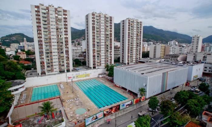 Do alto, a vista das piscinas do clube, cuja sede seria leiloada por causa de uma dívida de R$ 938 mil contraída entre 1997 a 1999 Agência O Globo / Pedro Kirilos