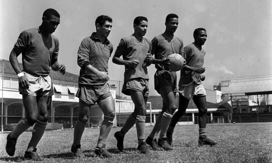Parte da equipe campeã carioca de 1960. Da esquerda para a direita, Nilo, João Carlos, Antoninho, Quarentinha e Calazans Agência O Globo