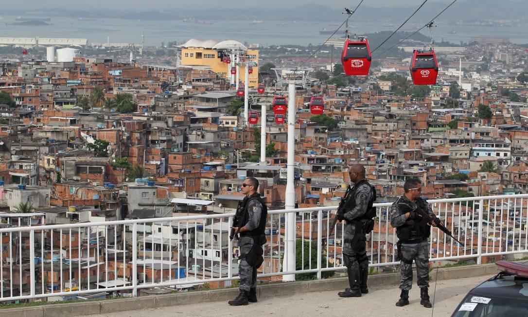 As unidades de Polícia Pacificadora, como a do Complexo do Alemão, contribuíram para melhorar situação do Rio Foto: O Globo / Domingos Peixoto