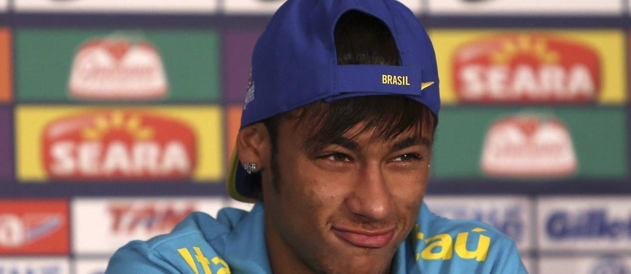 Neymar durante entrevista coletiva nesta quarta-feira Foto: Alexandre Cassiano
