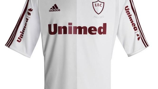 Camisa comemorativa do Fluminense em homenagem aos 110 anos do clube Foto   Site Oficial do a3fc0ab1a1a03
