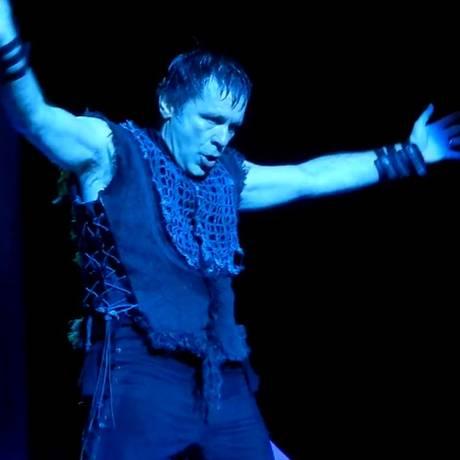 Bruce Dickinson durante show do Iron Maiden em Indianapólis, nos EUA Foto: Reprodução