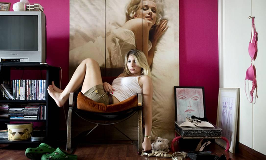 Menina libanesa é fotografada para o projeto 'Girl in her room' Rania Matar / Divulgação