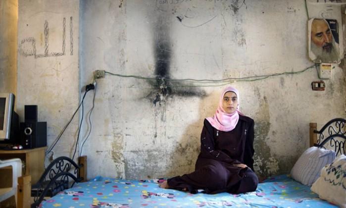 A menina Elham, refugiada palestina, em seu quarto Rania Matar