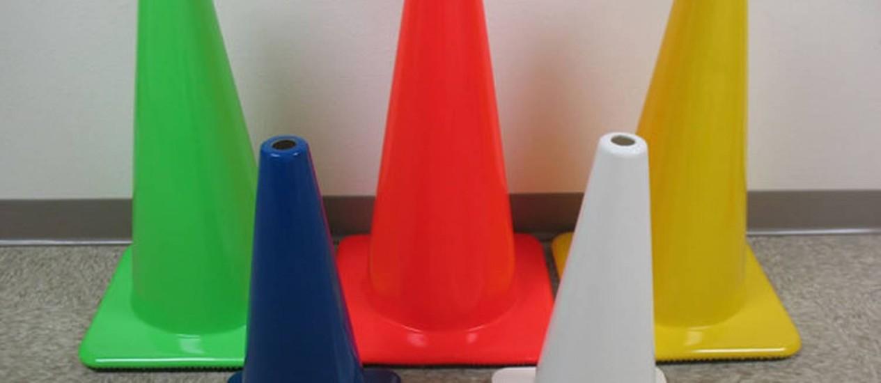 Cones coloridos usados em homenagem do Cone Crew ao Restart Foto: Reprodução do Twitter