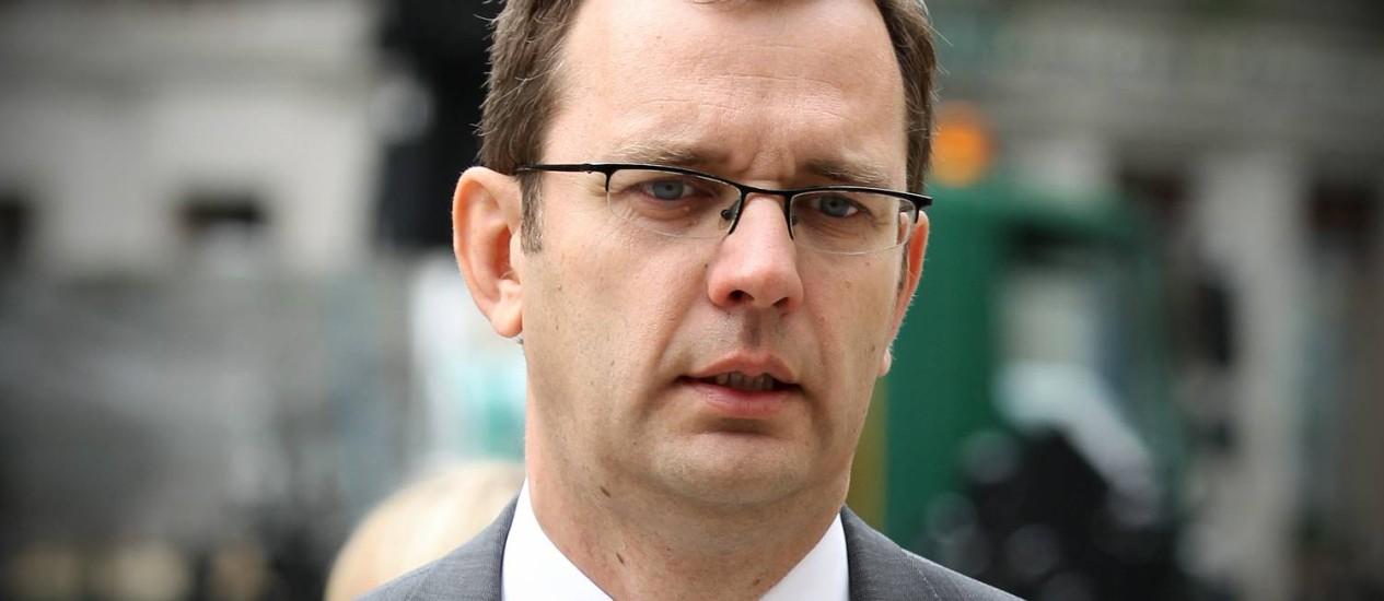 Andy Coulson (foto) e Rebekah podem pegar até dois anos de prisão por escutas clandestinas no extinto tabloide do australiano Rupert Murdoch Foto: Carl Court / AFP