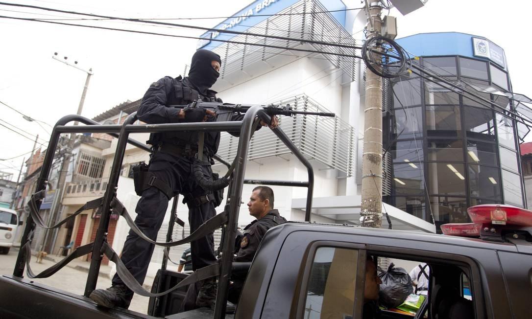 Policiais do Bope ocupam o Complexo do Alemão Foto: Márcia Foletto / O Globo