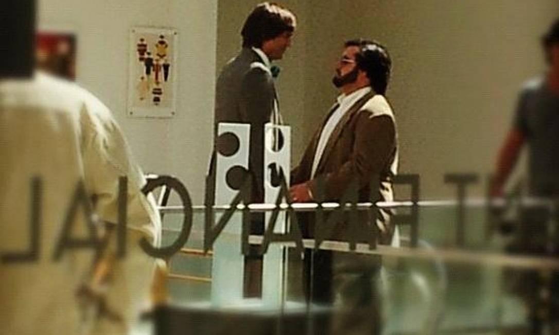Ashton Kutcher é clicado no set de filmagem de 'Jobs' Foto: Reprodução da internet