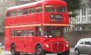 Um dos últimos Routemaster que circulam por Londres Foto: Jason Vogel / O Globo