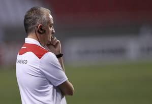 O técnico Dorival durante a estreia dele no Fla, contra a Portuguesa Foto: Marcelo Theobald - Agência O Globo