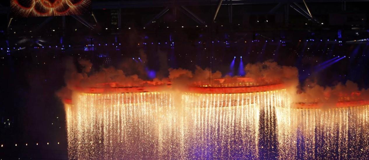 O símbolo olímpico nos céus de Londres Foto: FABRIZIO BENSCH / REUTERS