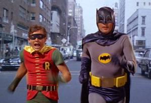 """Batman de 1966: bem diferente do """"cavaleiro das trevas"""" de Christian Bale Foto: Reprodução"""
