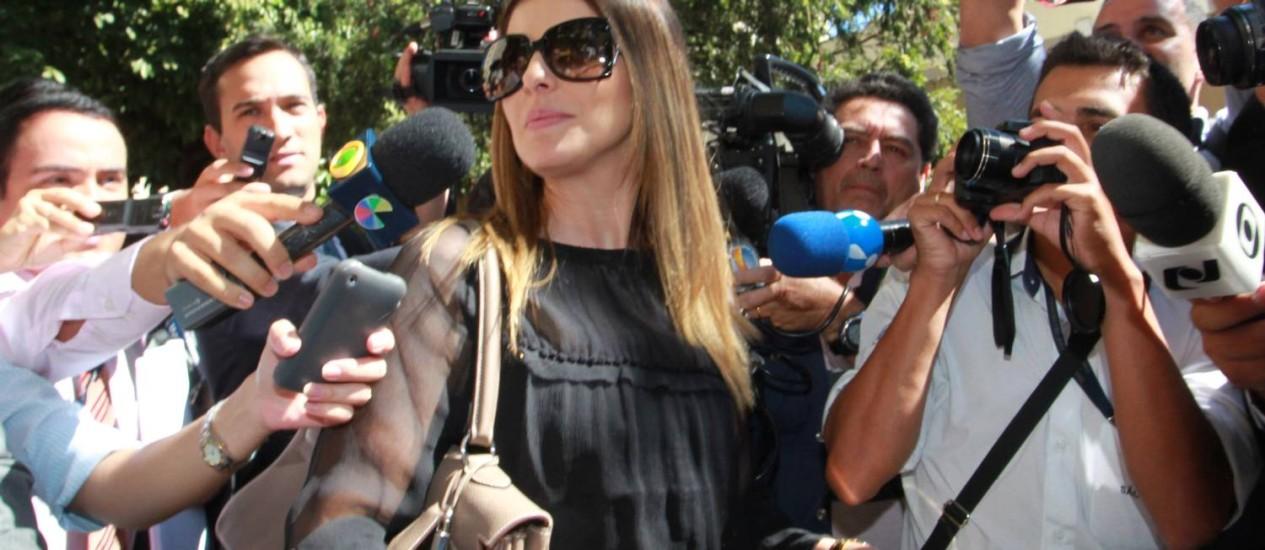 Andressa Mendonça, mulher de Cachoeira, ao deixar a Justiça Federal de Goiás, no último dia 24 Foto: Givaldo Barbosa / O Globo