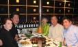 Sucesso. O coreano-americano Paul Young (à esquerda), com a família