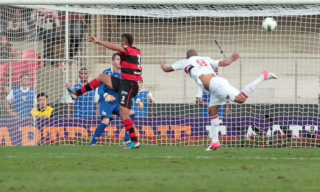 Luís Fabiano marcou dois gols para o São Paulo Eliária Andrade / O Globo