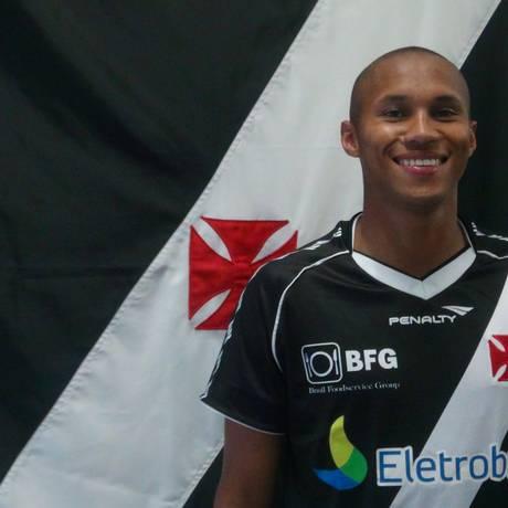 O lateral-direito Jonas veste a camisa do Vasco Foto: Divulgação