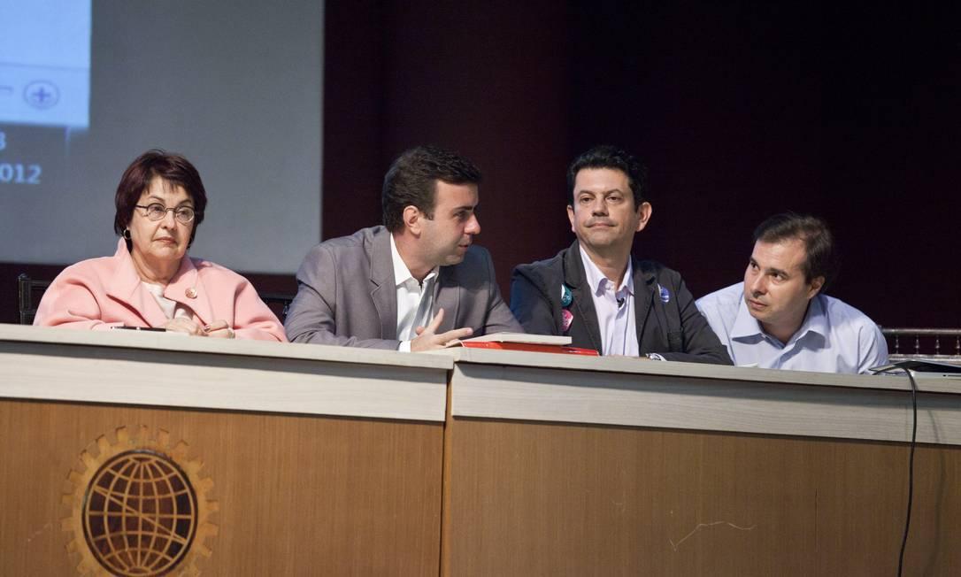 Aspásia Camargo, Marcelo Freixo, Otavio Leite e Rodrigo Maia discutiram o legado da Copa e Olimpíadas durante evento Foto: Agência O Globo / Mônica Imbuzeiro