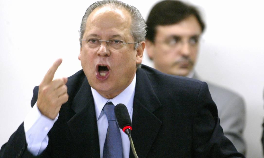 'Nego peremptoriamente', disse o ex-deputado cassado José Dirceu, que, segundo a PGR, era o chefe da quadrilha. Ele negou ter comprado apoio político, e, em um dos seus discursos de defesa sobre o caso, chegou a dizer: 'estou cada vez mais convencido da minha inocência'. Agência O Globo / Ailton de Freitas 02.08.2005