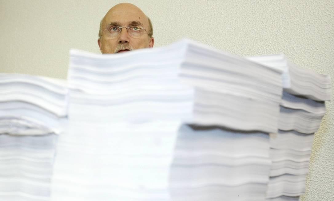 Relator da CPI dos Correios, Osmar Serraglio, juntou provas importantes que ajudaram a fundamentar a denúncia do esquema do mensalão Agência O Globo / Ailton de Freitas 08.07.2005